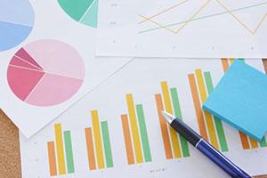 SEO対策で上昇するグラフの写真