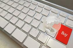 パソコンのキーボードのエンターボタンがbuyになっている写真